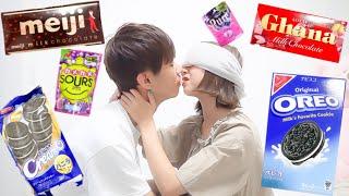 目隠しキッスでお菓子を当てられるのか!?candy kissing challenge/